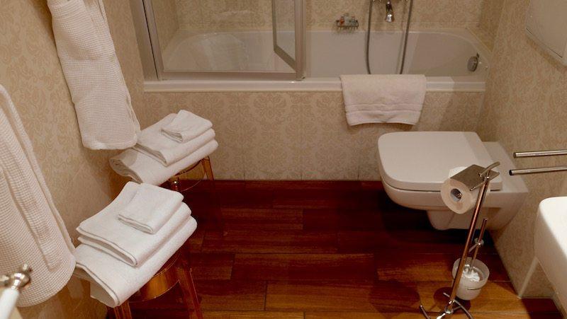 berlin-hotel-the-dude-zimmer-badezimmer