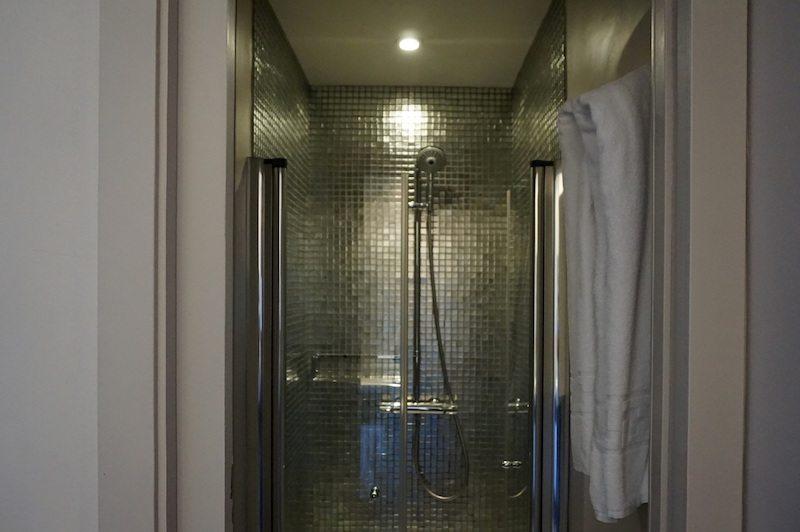 barcelona-hotel-internacional-ramblas-cool-dusche