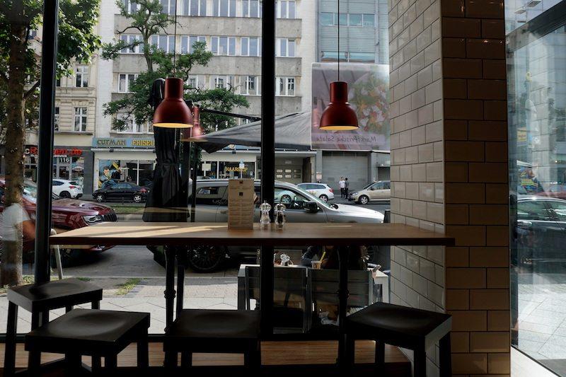 berlin-vadoli-sitzpla%cc%88tze-fenster