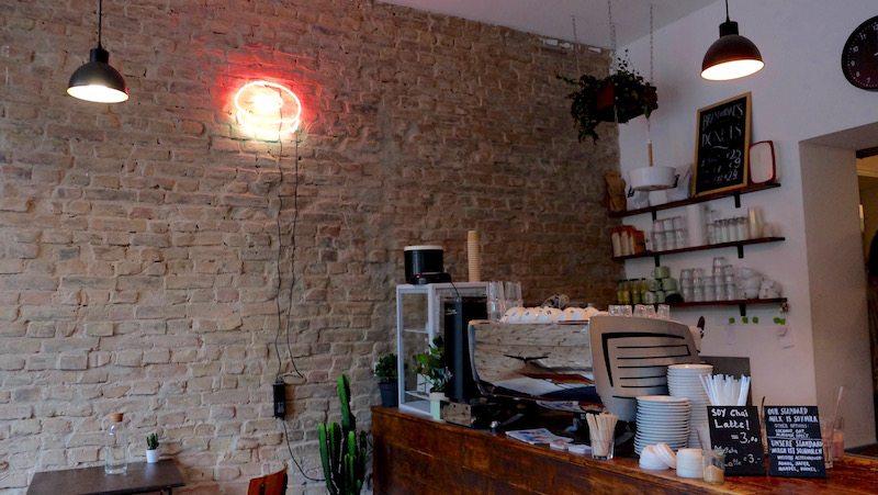 berlin-cafe-brammibals-donuts-einrichtung-3