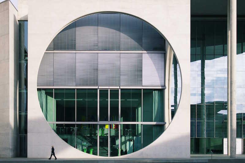 berlin-street-photography-paul-loebe-haus