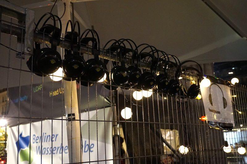 berlin-festival-of-lights-2016-kopfho%cc%88rer-brandenburger-tor