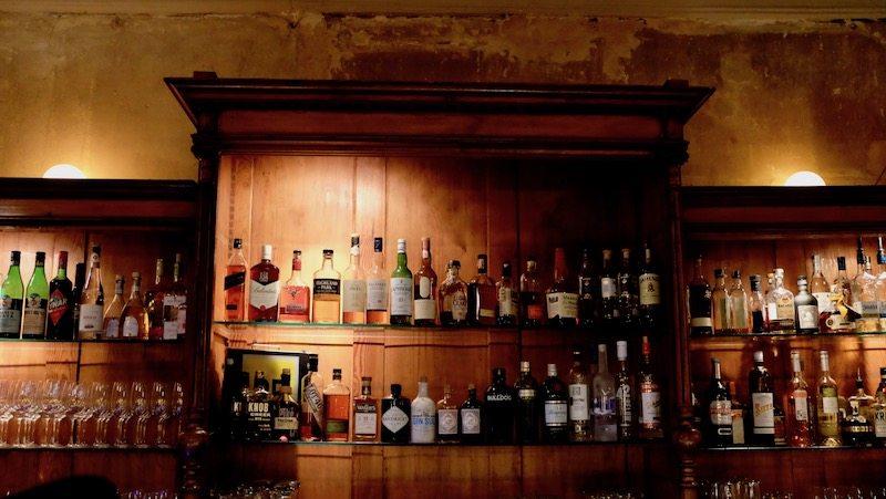 berlin-restaurant-beuster-bar-theke-1