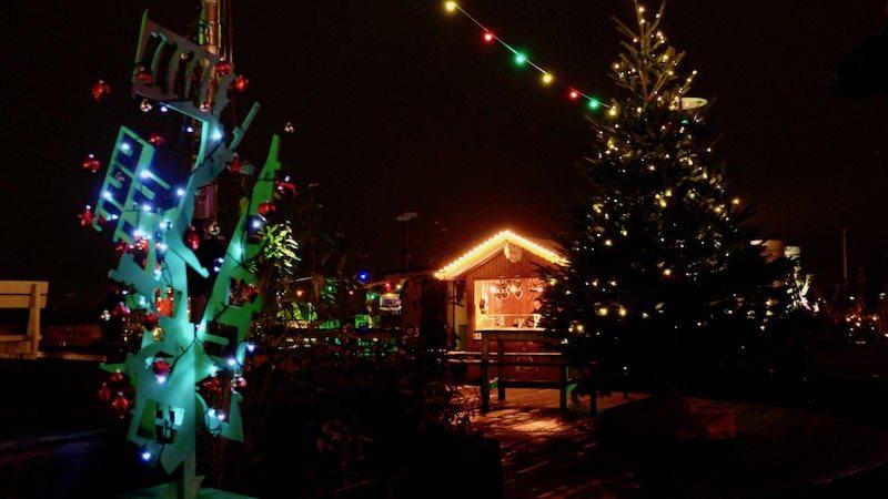 berlin weihnachtsmarkt klunkerkranich