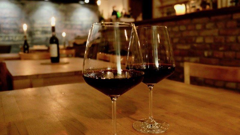 berlin-weinbar-italiener-facciola-rotwein-1