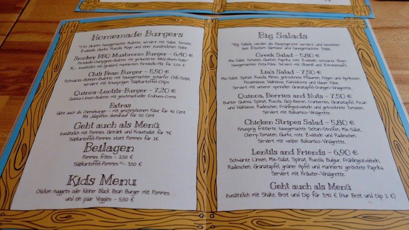 Speisekarte inkl. Preise für die hausgemachten Burger und Salate im Lia's Kitchen