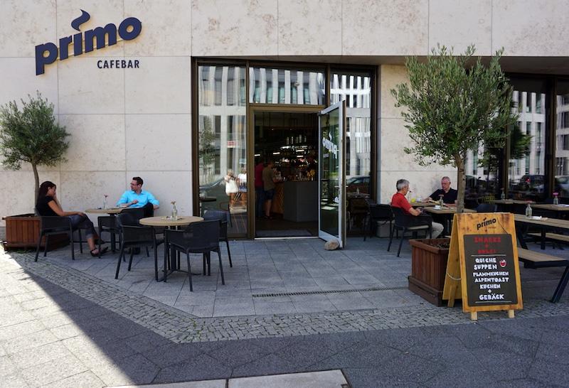 Die Primo Cafebar in Berlin Mitte von außen