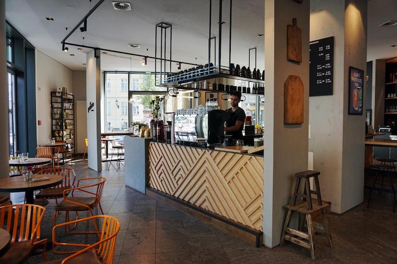 Der Innenraum der Primo Cafebar in Berlin Mitte