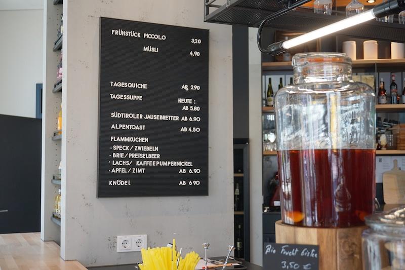 Speisekarte in der Primo Cafebar in Berlin Mitte