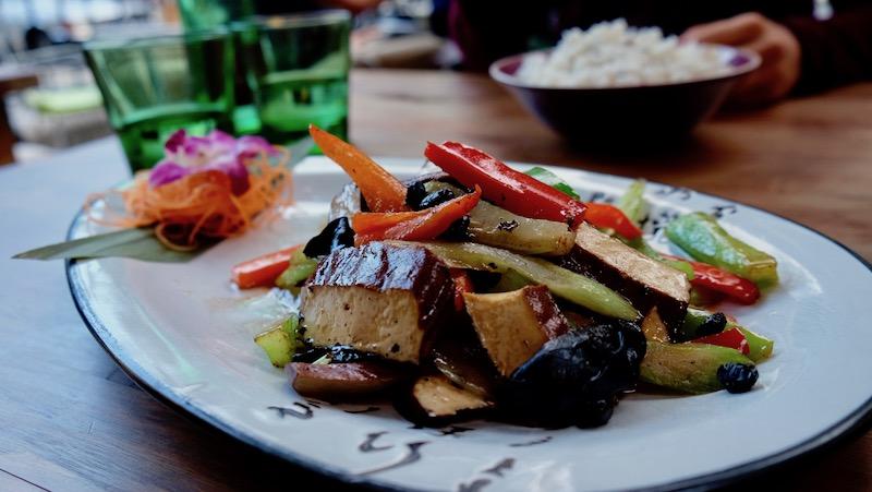 Tofu und Wok Gemüse im Tianfuzius in Schöneberg