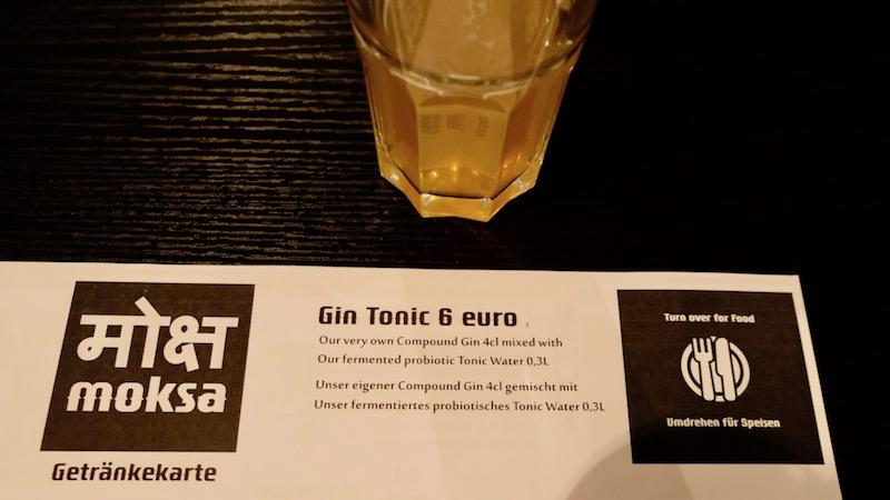 Selbst hergestellter Gin Tonic im Moksa in Neukölln