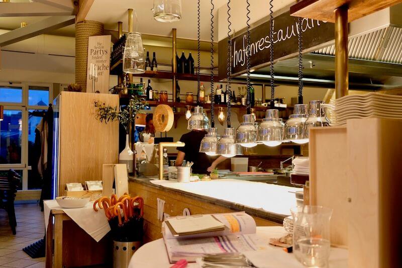 Offene Küche im Hafenrestaurant Ernest am Schwielowsee