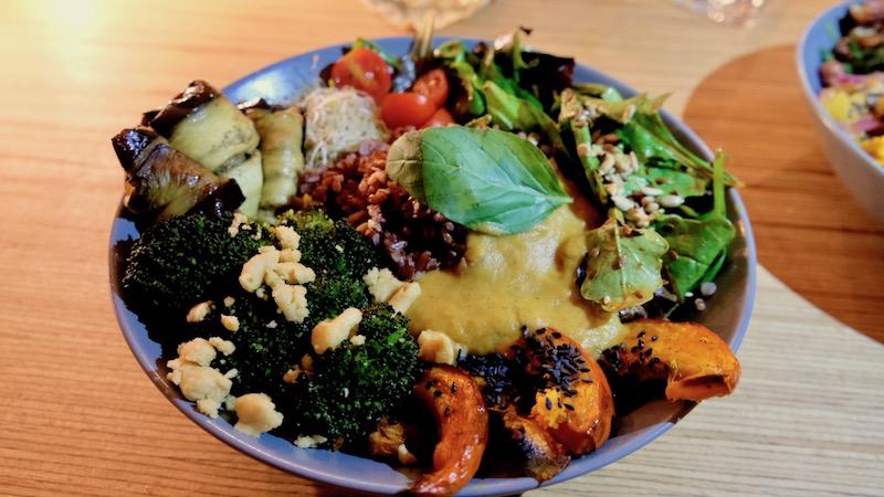 Vegane Bowls im Mana Restaurant